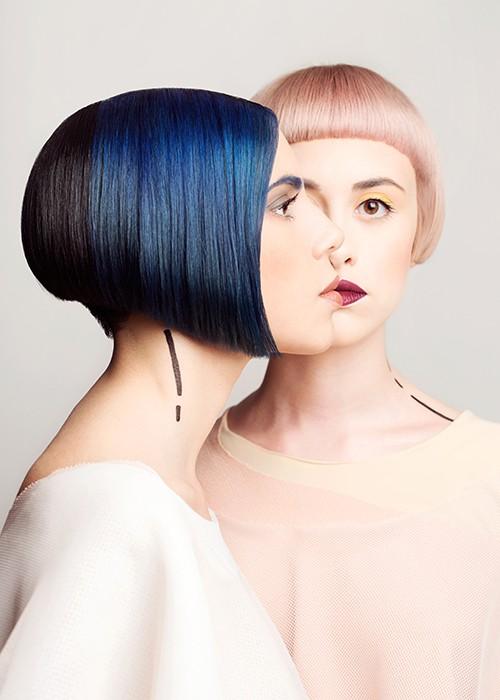 foto di due modelle, una con caschetto con ciuffo lungo blu e una con caschetto con frangia corta rosa